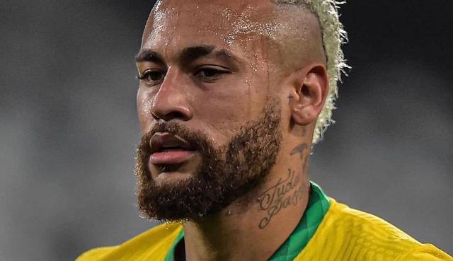 Após meme, Neymar mostra o tanquinho: ''Gordinho bom de bola''